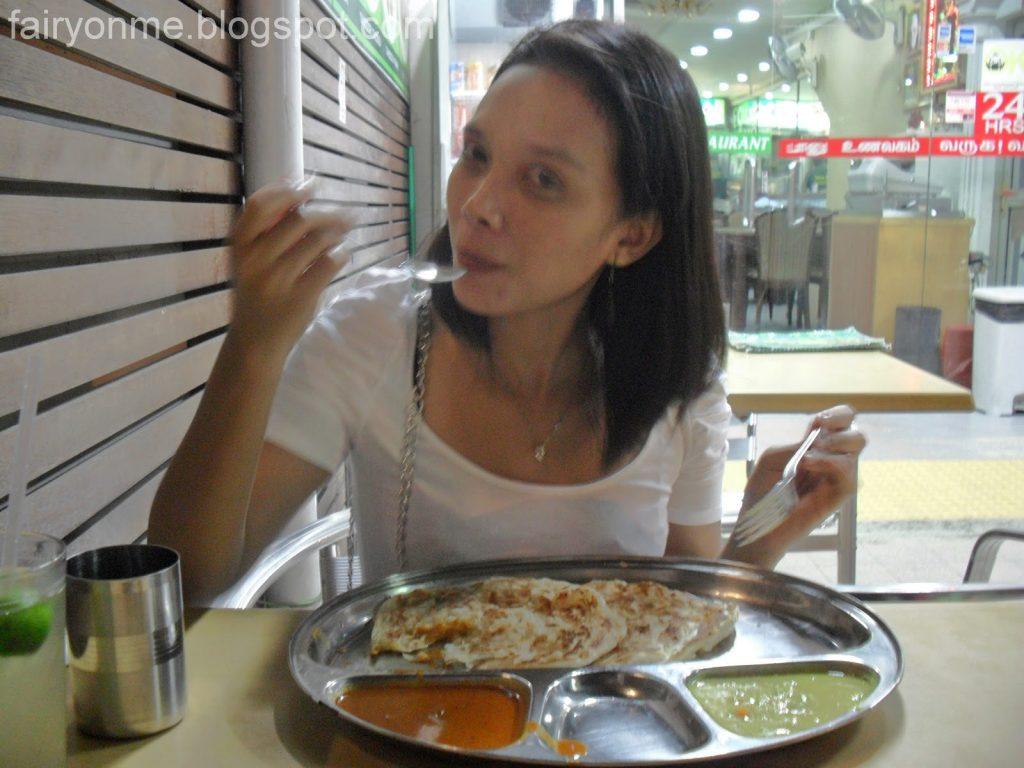 makan prata di Singapore