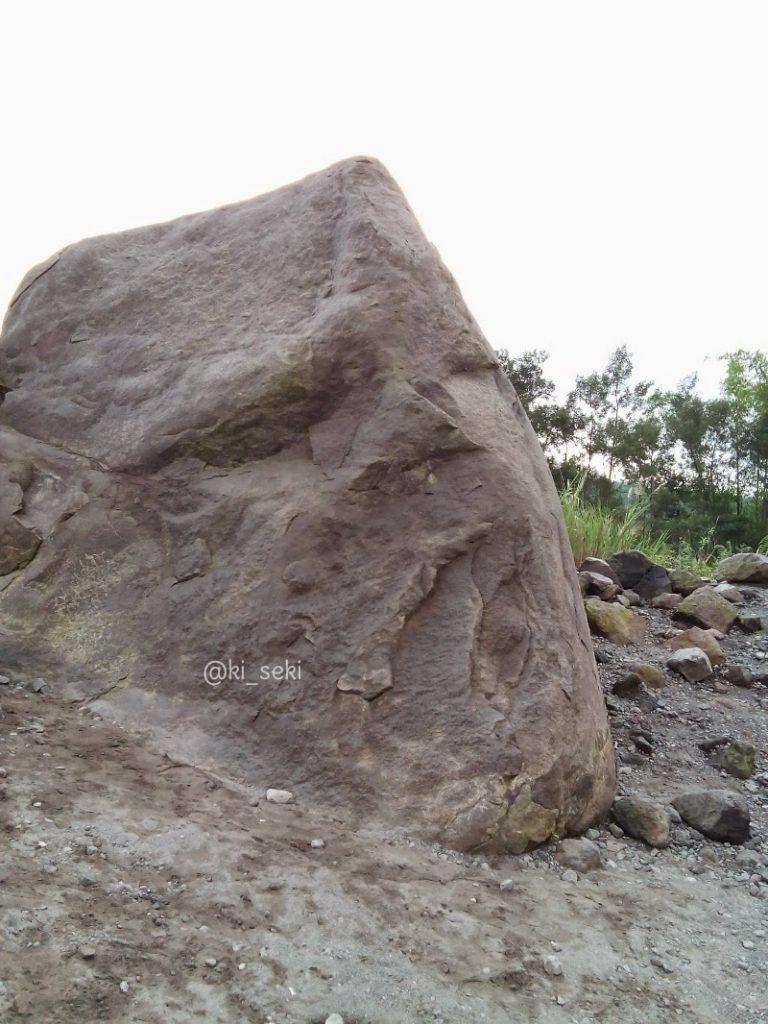 Batu-alien-merapi