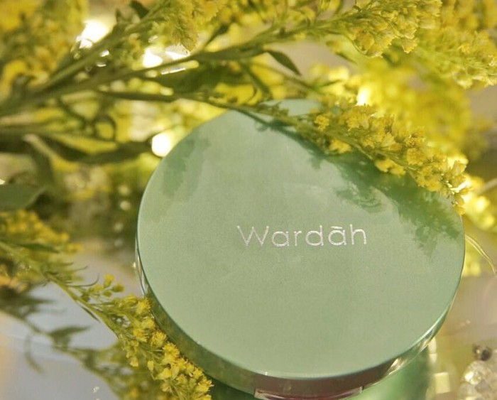 Wardah-Exclusive-Two-Way-cake-review
